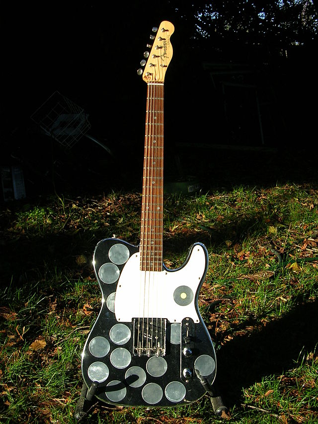 640px-Syd_Barrett_Guitar.jpg
