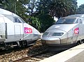 TGV Réseau et Sud-Est se croisant en gare d'Antibes (été 2006).JPG