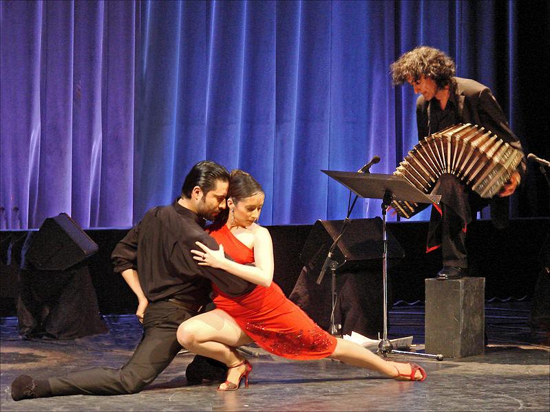 "Sylvia Gerbi et Diego Amado (et au bandonéon : Gilberto Pereyra) lors du concert ""Tango Aravi"""