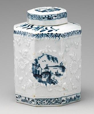 "Lowestoft Porcelain Factory - ""Hughes-type"" tea caddy, chinoiserie decoration, c. 1760"