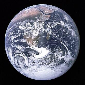 Fotografia nota come La biglia blu (The Blue Marble), una storica immagine scattata dall'Apollo 17 che ha contribuito a costruire una coscienza ambientalista ed ecologista globale