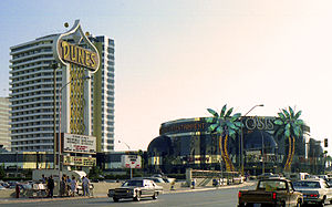 Dunes (hotel and casino) - The Dunes Hotel and Oasis Casino in 1983, seen from Flamingo Road
