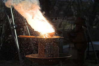 Thermite - A thermite reaction taking place on a cast iron skillet