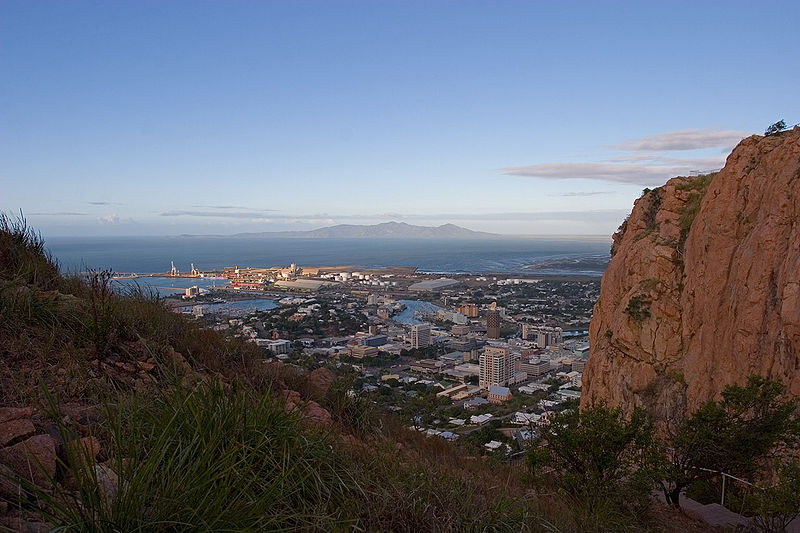 File:Townsville from castle hill lookout near sunset.jpg
