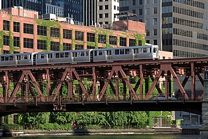Transportation in Chicago - A westbound 'L' train crosses the south fork of the Chicago River