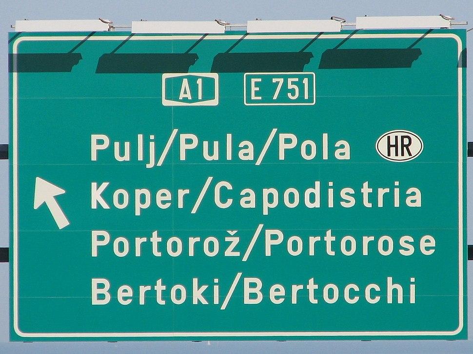 Trilingual traffic sign on A1 near Koper