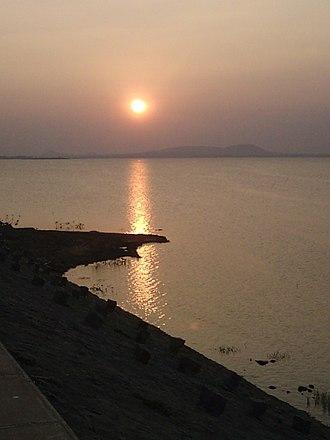 Vaigai Dam - Image: Twilight at Vaigai Dam