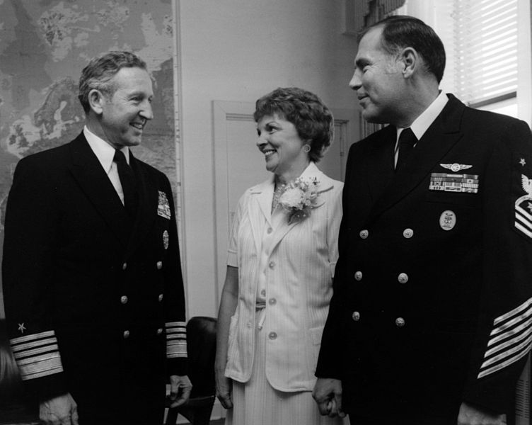 File:US Navy 790000-N-0000X-001 n this 1979 file photo, Chief of Naval Operations (CNO) Thomas B. Hayward meets with the 4th Master Chief Petty Officer of the Navy (MCPON) Thomas Crow and his wife, Carol Crow.jpg