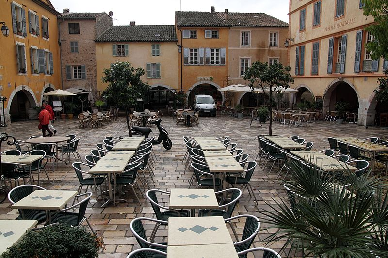 File:Valbonne, Place des Arcades - panoramio.jpg