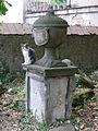 Vecchio cimitero ebraico di firenze, urna con gatto.JPG