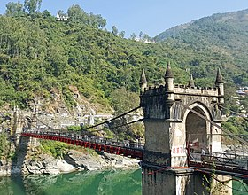 Victoria Suspension Bridge in Mandi (24638542387)2.jpg