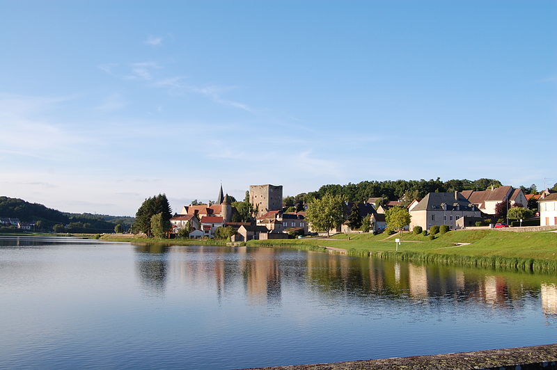 Saint-Sernin-du-Bois vu du barrage