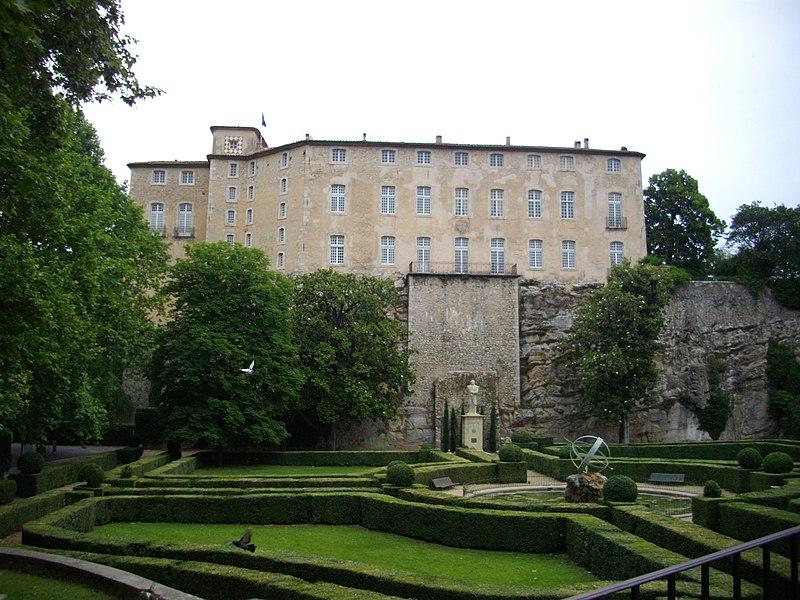 Fichier:Vue du château Entrecasteaux et du parc.jpg