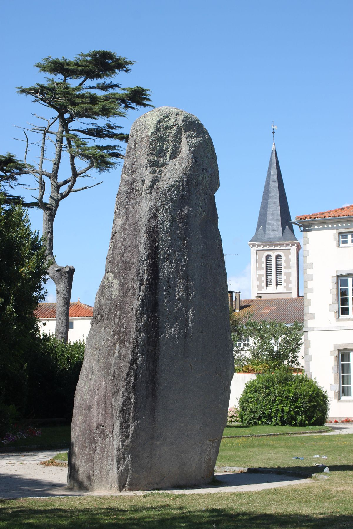 Menhir von bourg jardin wikipedia for Jardin 85