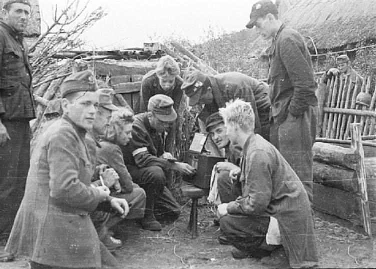 Warsaw Uprising by Gąszewski - Listening to Radio in Kampinos