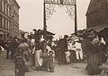 Wejście na Bazar Różyckiego od strony ul. Targowej ok. 1890.jpg