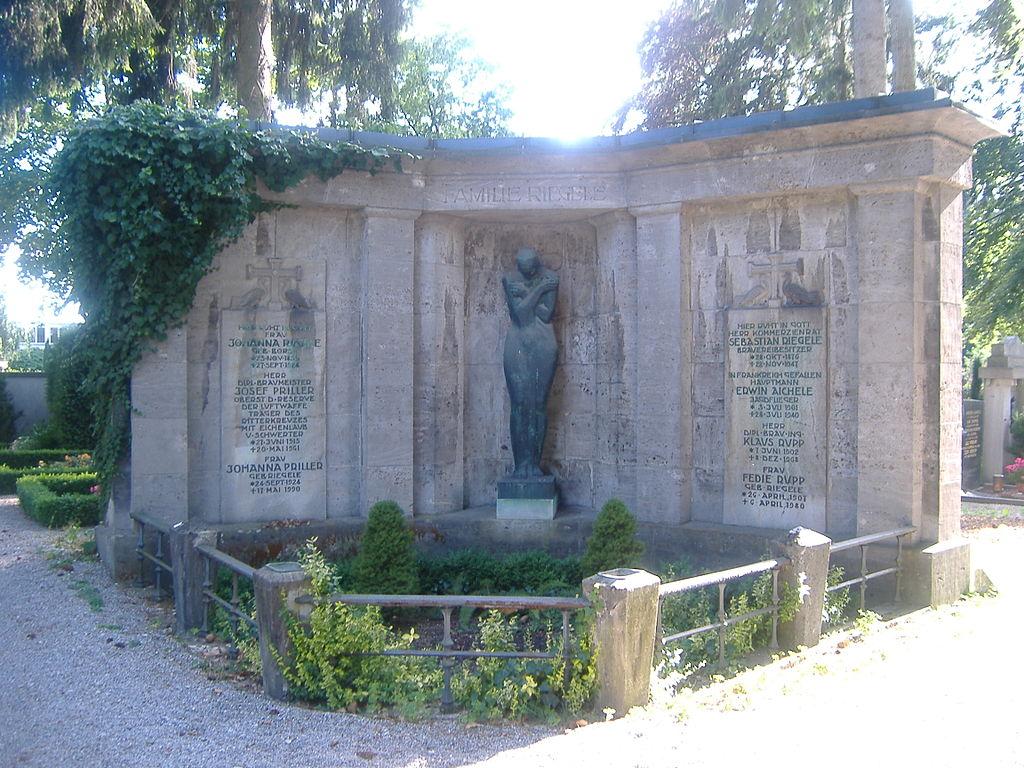 1024px-Westfriedhof._Augsburg.JPG?162153
