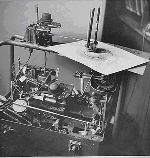 Desmond Paul Henry - Henry's first drawing machine