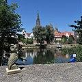 WikiEule mit Ulmer Donauufer 02.jpg