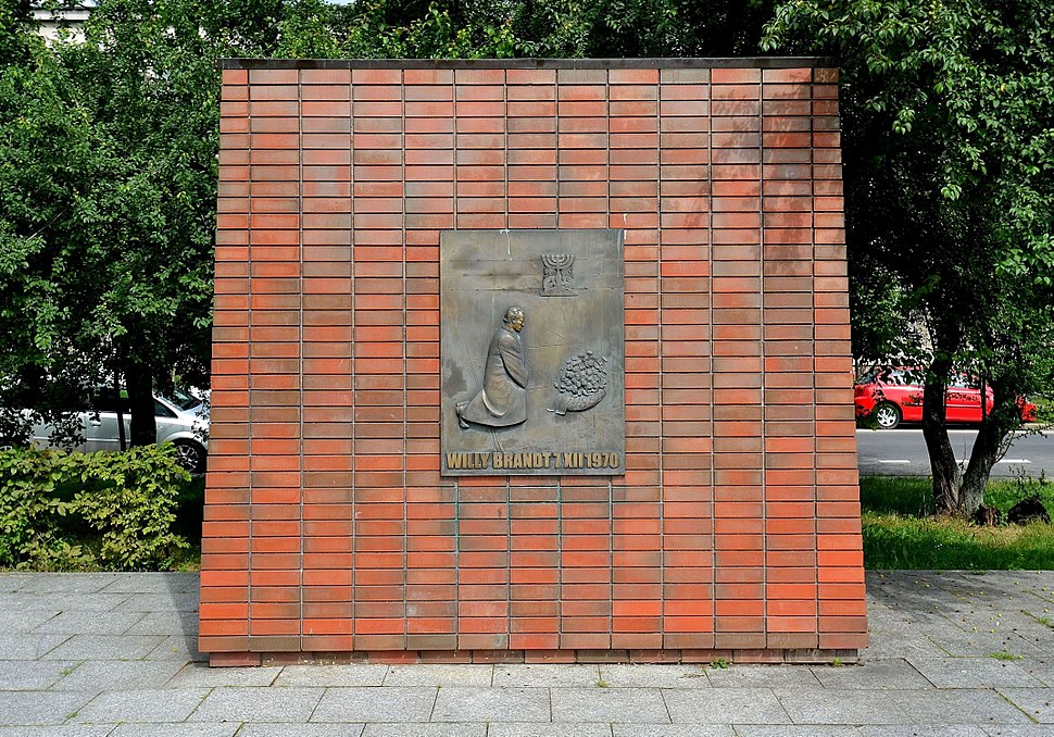 Willy Brandt monument in Warsaw 05