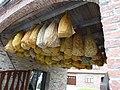 Witternesse (Pas-de-Calais) portail avec maïs à secher.JPG