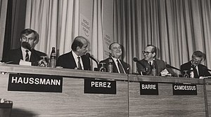 Carlos Andrés Pérez - Helmut Haussmann, Carlos Andrés Pérez, Raymond Barre, Michel Camdessus and David Campbell Mulford at the World Economic Forum Annual Meeting, 1989