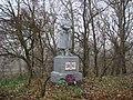 Братська могила 128 радянських воїнів, які загинули при обороні села у серпні 1941р. і при його звільненні у вересні 1943р., Остер.JPG