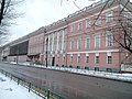 Главный фасад Головинского дворца справа.jpg