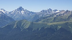 Карачаево-Черкесия, Архыз, Вершины Пшиш и Аманауз.jpg