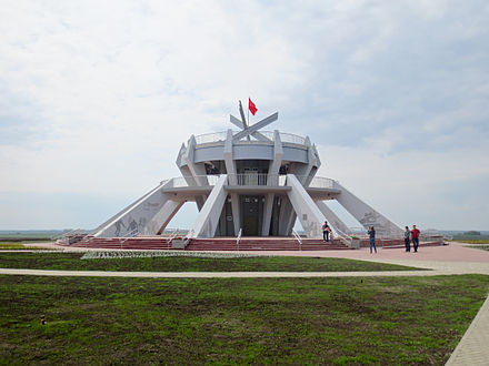 "Memorial ""Teplovsky's Hills"" in Ponyri region in honour of the memory of the fallen on the northern face of the Battle of Kursk Memorial ""Teplovskie vysoty"".JPG"