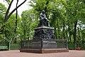 Памятник баснописцу А.И. Крылову. Скульптор П.К. Клодт. 1855 г. Фото 2012 года..JPG