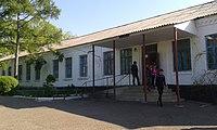 Троянська школа - центральний вхід.jpg