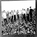 חברי החלוץ בגרודנה בשדה בעבודה חקלאית 1918-20-PHZPR-1253770.png