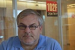 מנחם הורוביץ באולפן רדיו תל אביב.jpg