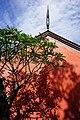 臺南孔子廟的古老朱牆在光影交織下呈現出斑斕層次.jpg