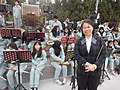 金門教師許瑞芬陪伴管樂團學生走入人群演出.jpg