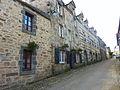 022 Daoulas La rue menant à l'église Maisons anciennes.jpg