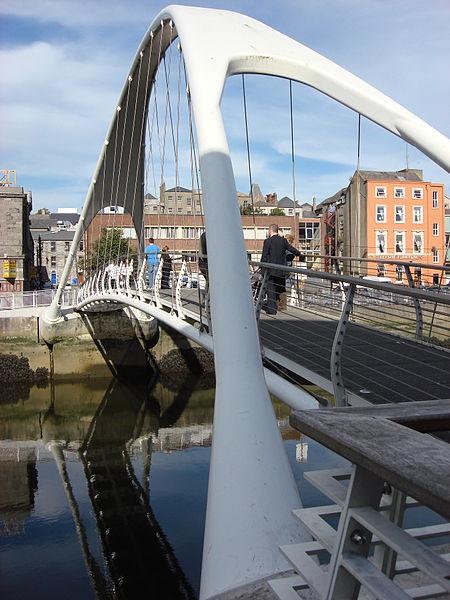 File:05 de Lacy bridge Drogheda 2007-10-5.JPG