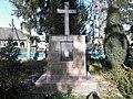 1. Пам'ятний знак воїнам-землякам, які загинули в роки Другої світової війни у центрі села Личківці.jpg