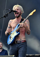 13-06-07 RaR Biffy Clyro Simon Neil 06.jpg