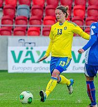 Backen Lina Nilssoni Sveriges 2-0 mod Island på Myresjöhus Arena 6 april 2013.