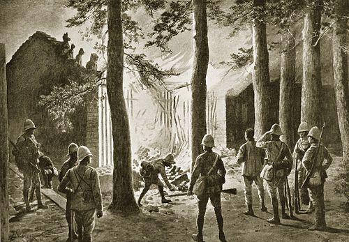 イギリス軍による寺院の焼き討ち(山海関)。1900年当時の絵。