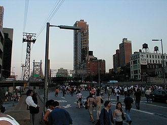 Northeast blackout of 2003 - People walking across the Queensboro Bridge in New York City during the blackout