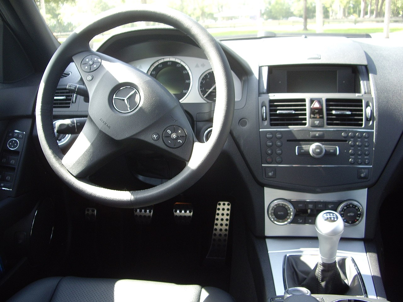 Datei 2007 mercedes benz c300 avantgarde w204 interior for Mercedes benz interiors