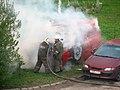 2009-08-31 Тушение горящей машины. Гатчина, Россия.jpg