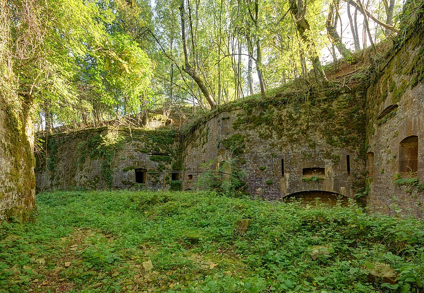 This file was uploaded  with Commonist.         This photograph was taken with a Nikon D300.    Fort du Cognelot : coffre double d'escarpe (HDR).