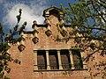 209 Casa Padró-Domènech, c. Àngel Guimerà 40 (Manresa), galeria de finestres i gablet.jpg
