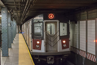 4 (New York City Subway service) - Image: 4 train leaving Harlem on August night