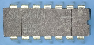 Sylvania Electric Products - SG7460 (7400 series) integrated circuit manufactured by Sylvania