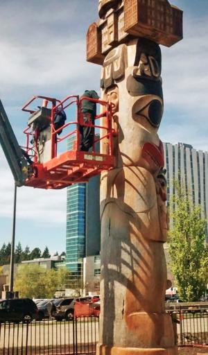 Jim Hart (artist) - Image: 7idansuu's Reconciliation Pole (cropped)